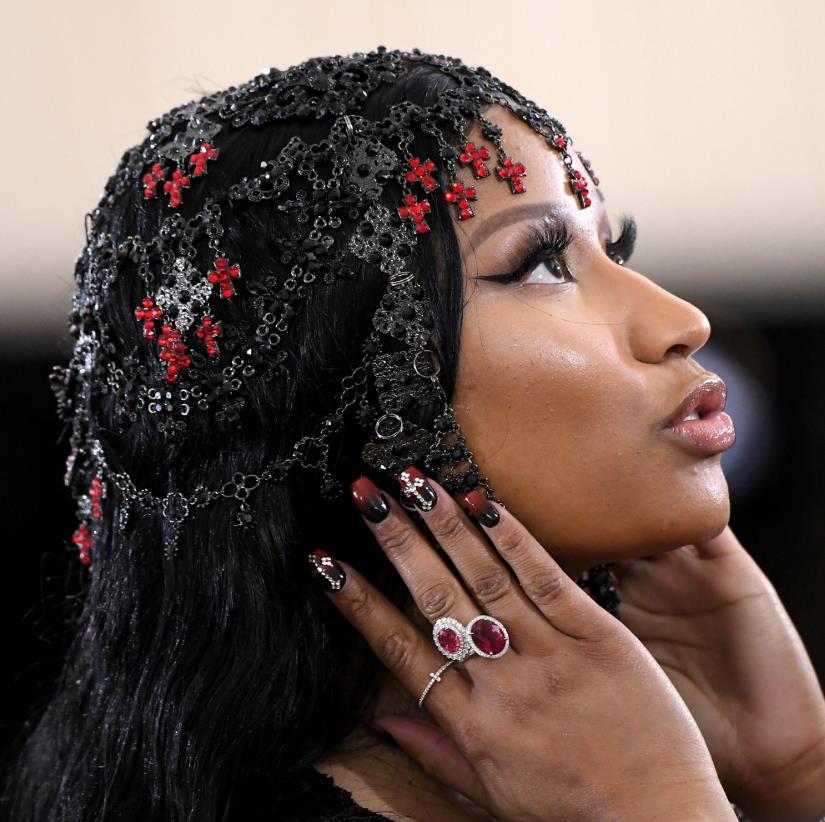 Nicki Minaj 2018 red nails