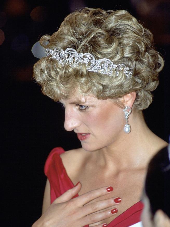 Princess Diana 1992 red nails