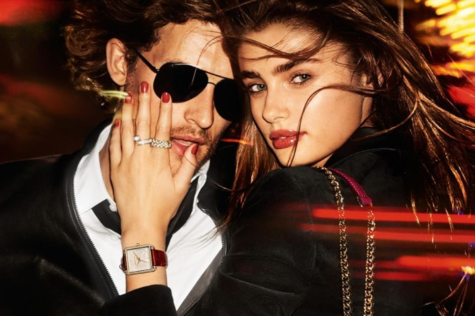 Taylor Hill for Michael Kors 2016 red nails