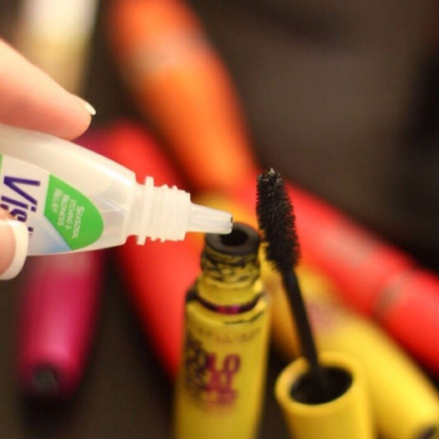 The eye goes down for completely dry mascara