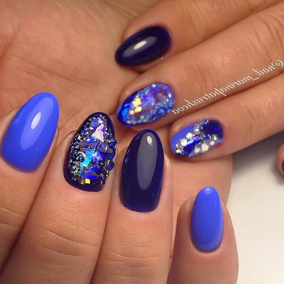blue nails with diamonds