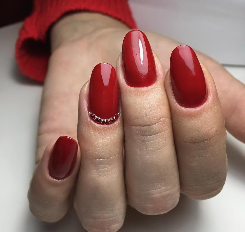 ellegant red nails
