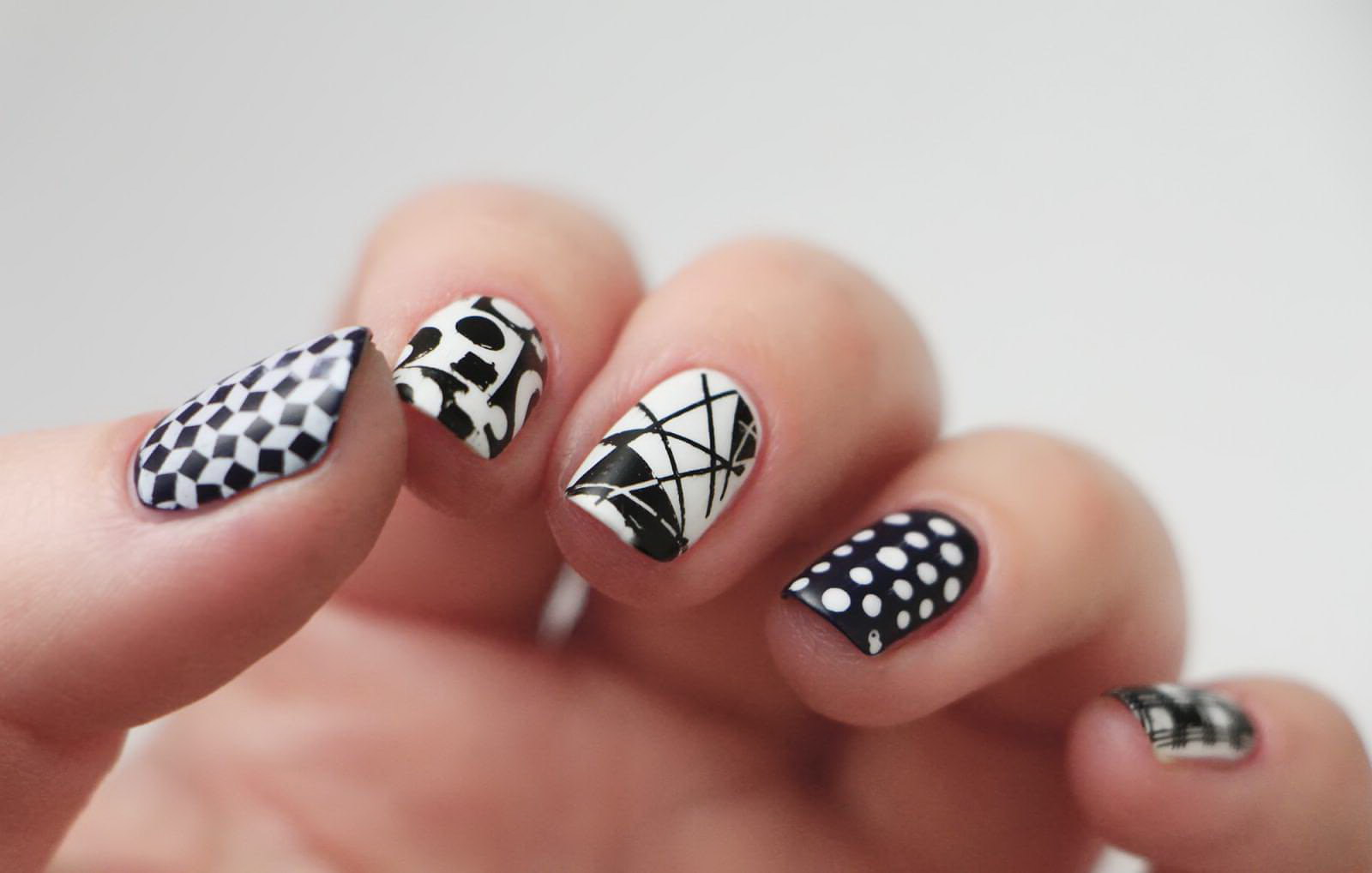 geometric fake nails
