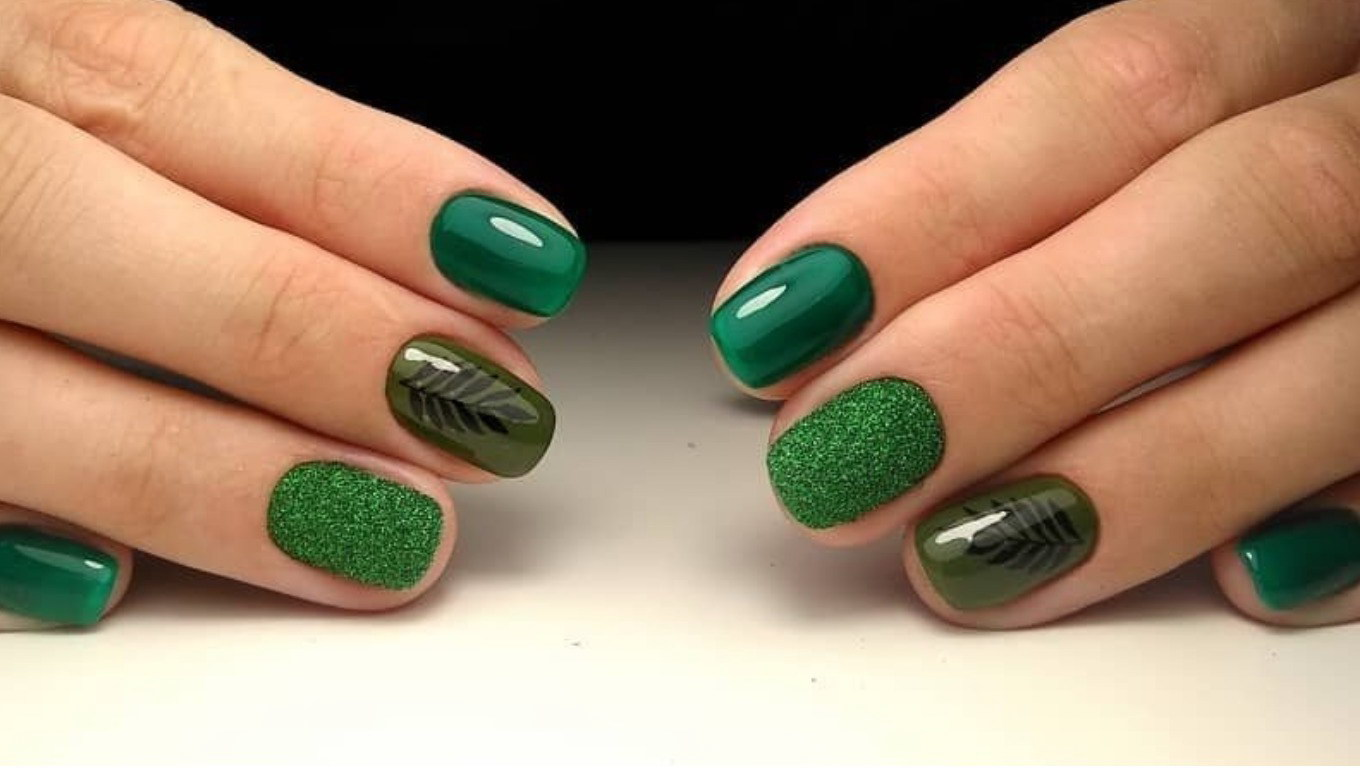 green fake nails