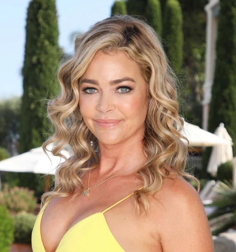 Denise Richards light loops