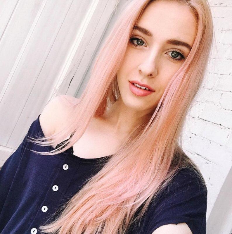 light strawberry blonde hair colour