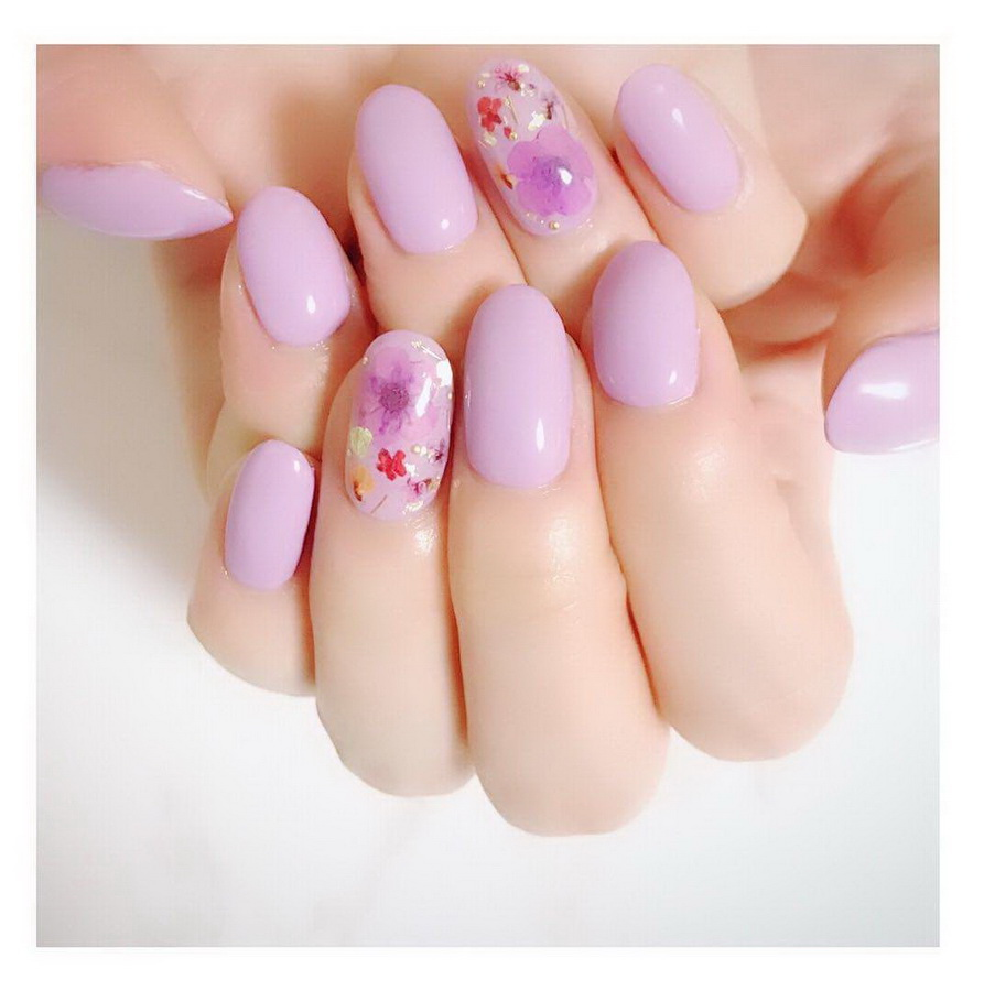 pastel pink nails flowers