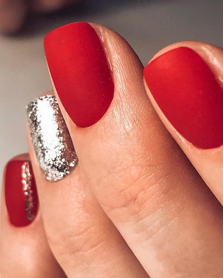 short red nails