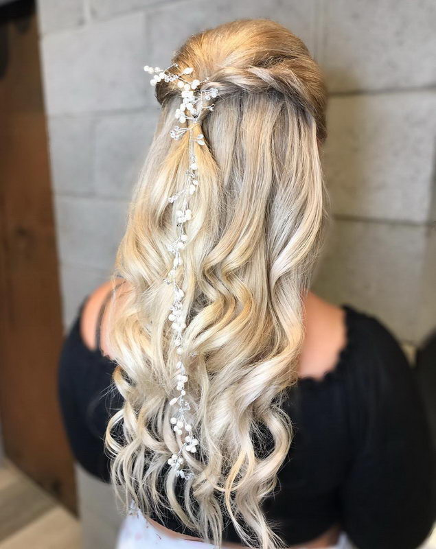wedding hairstyle ash blonde