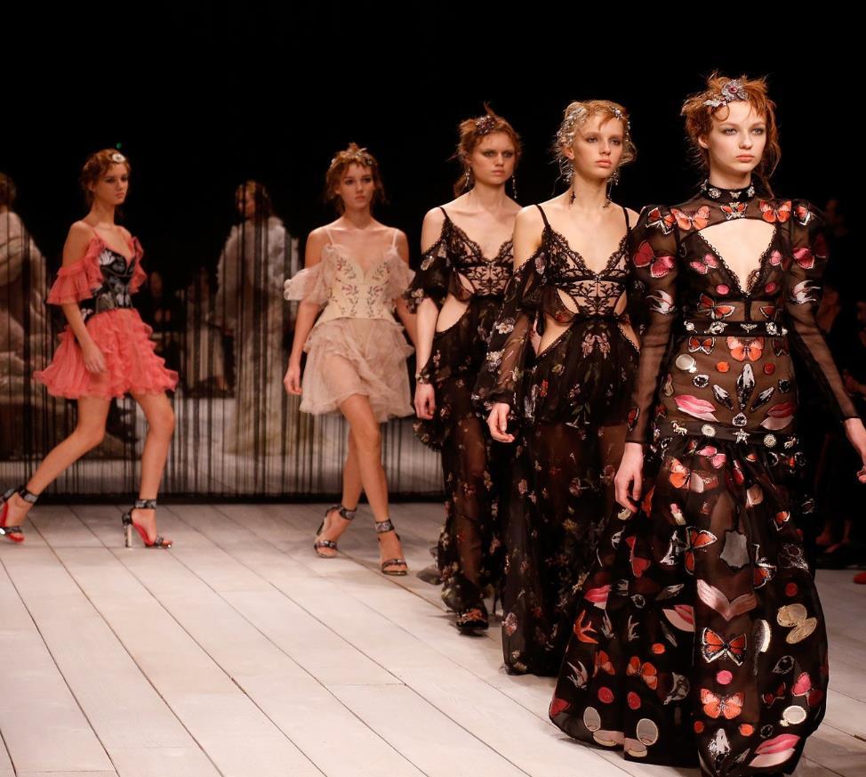 Alexander McQueen London Fashion Week long hairstyles