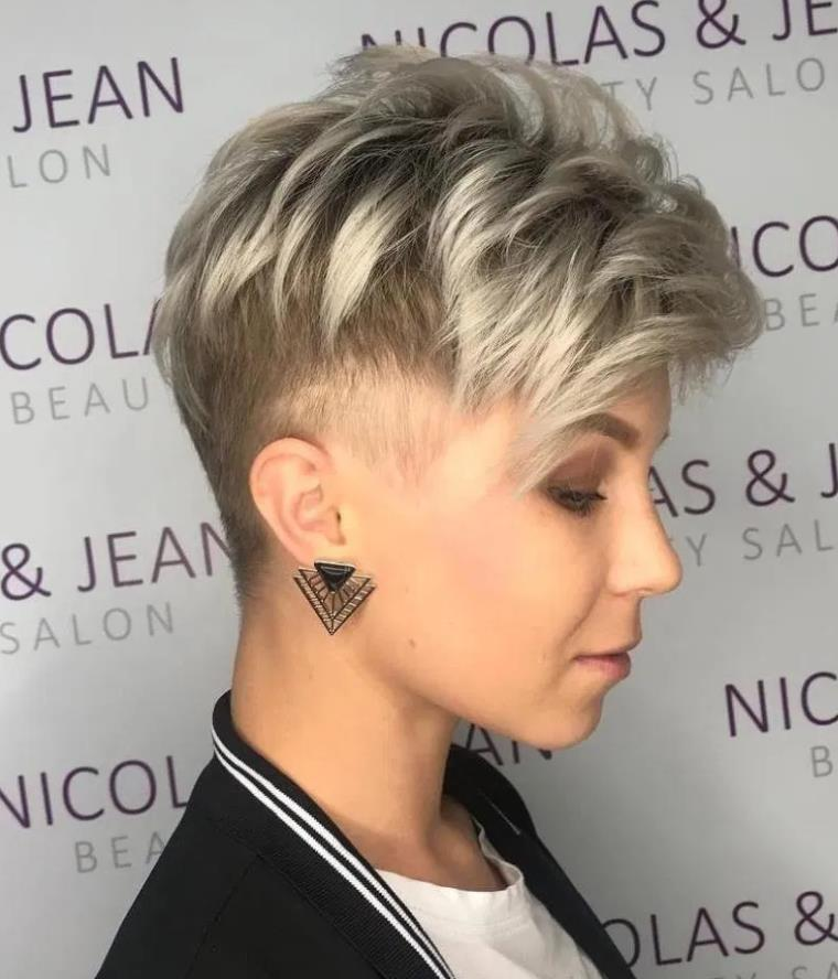 Androgynous Dirty blonde cutting