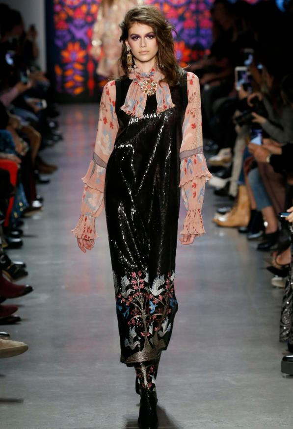 Anna Sui long hairstyle