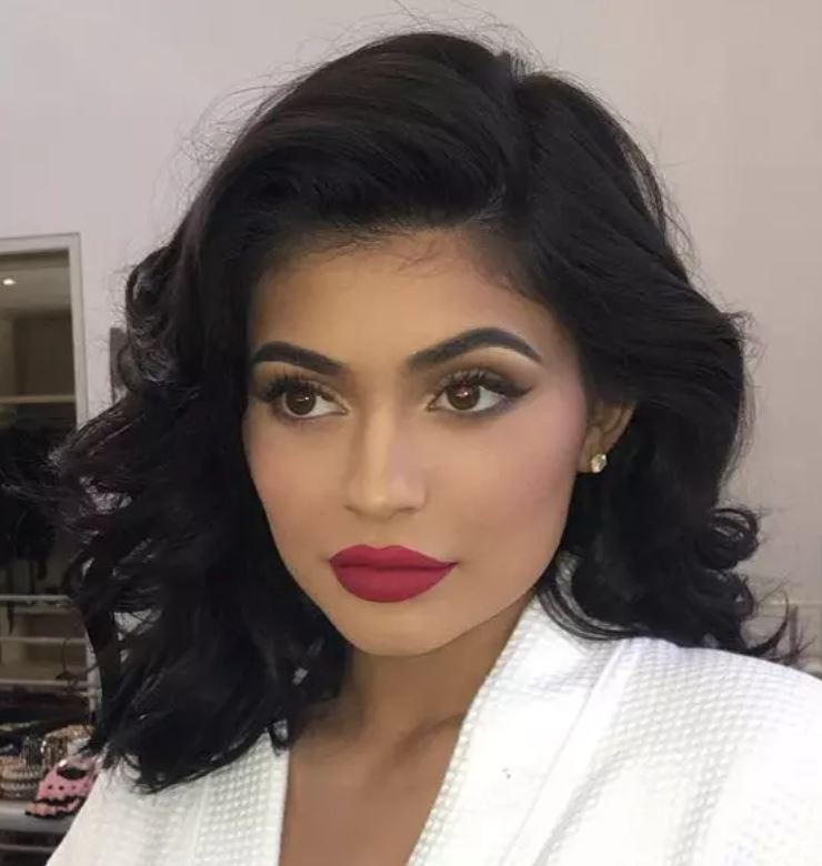 Kylie Jenner Pin-Up Curls