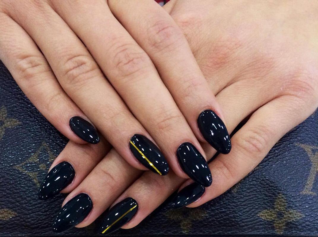 elegant Black Nail
