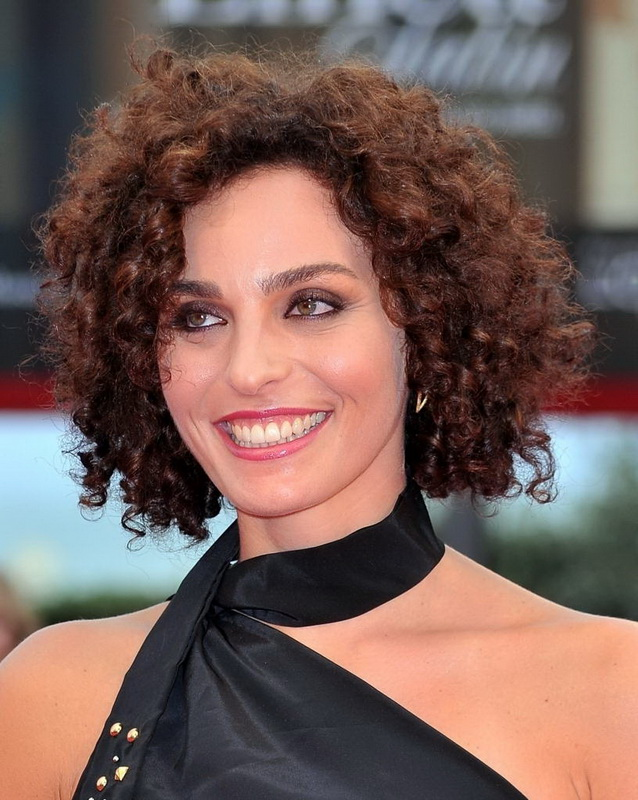 curly haircuts for round face