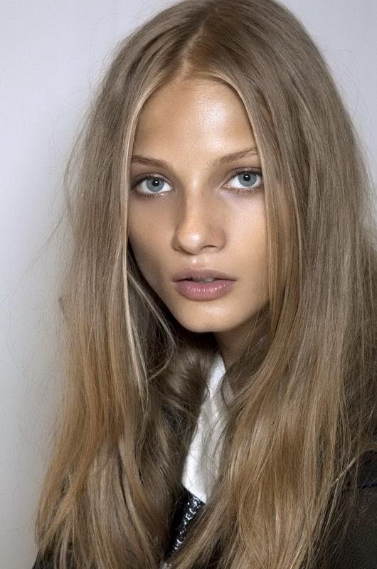 dark dirty blonde hair