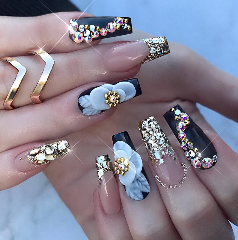 elegant 3D flowers nails