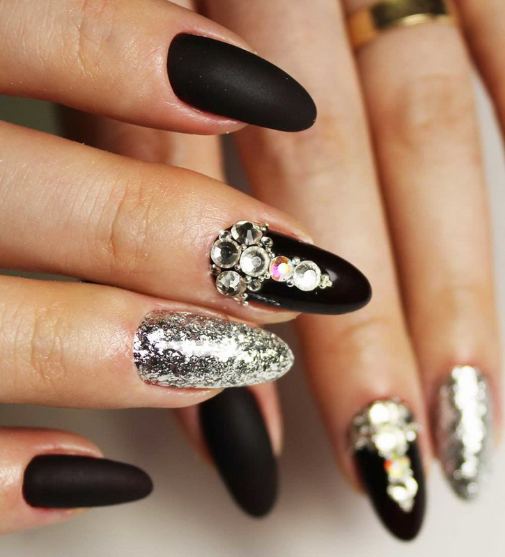 elegant nails black and silver
