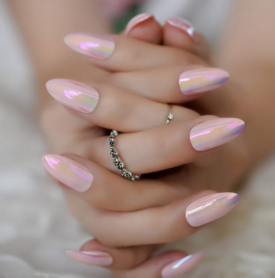 holographic nails chrome