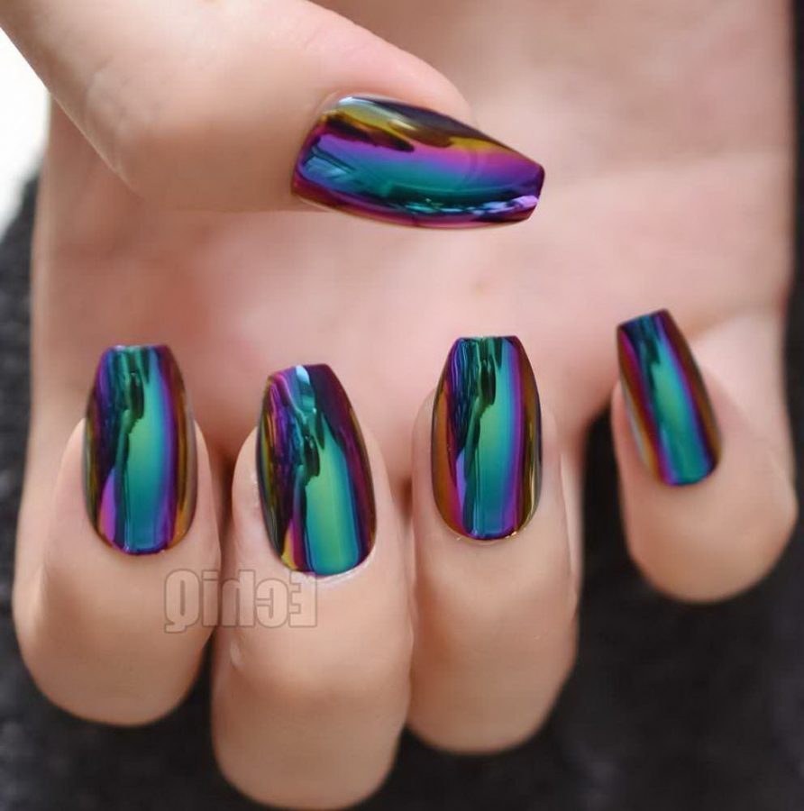 nails holographic