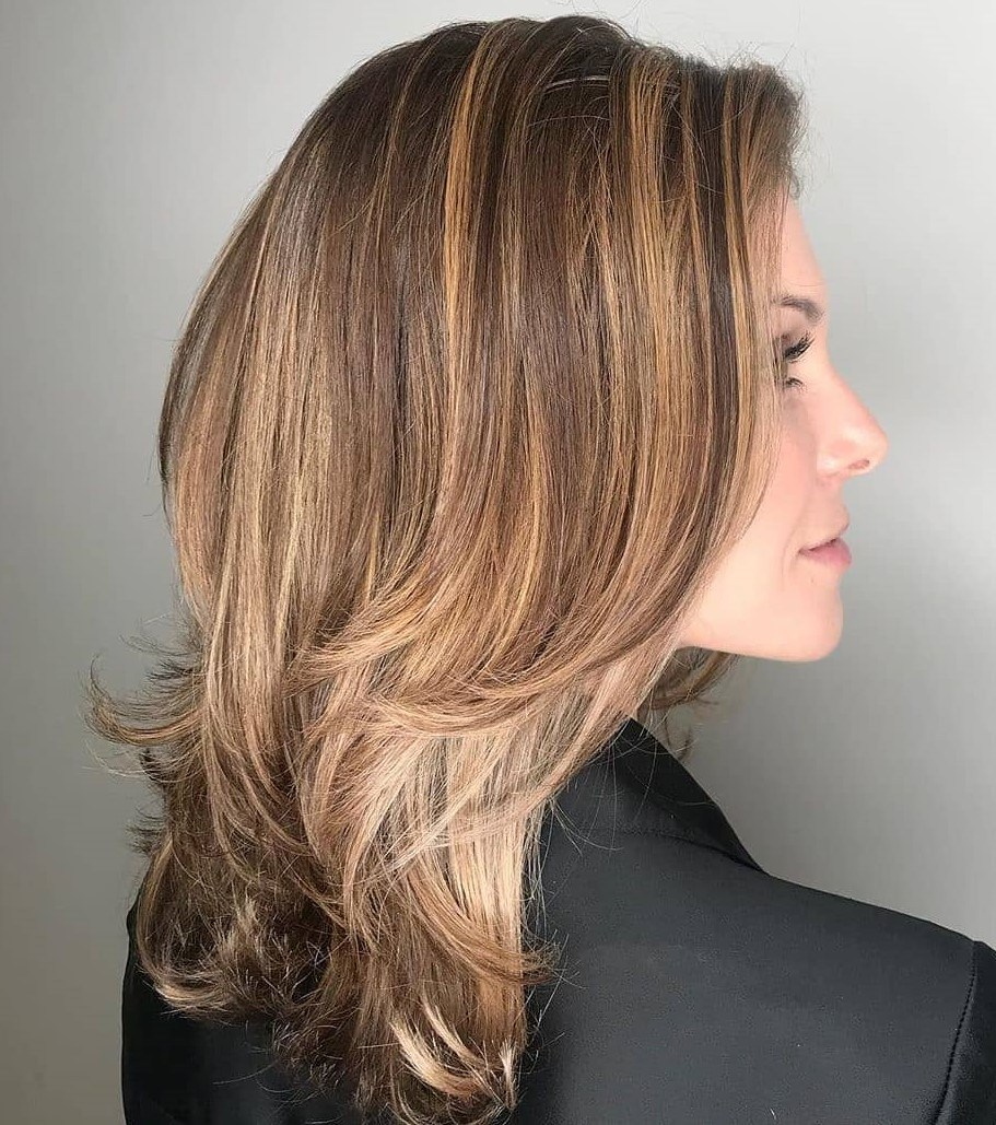 11+ Medium Haircuts for Women with a Remarkable Look - Yve-Style.com