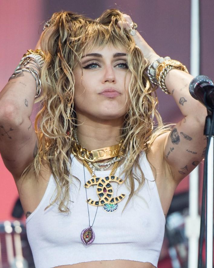 Miley Cyrus Baddie hairstyles