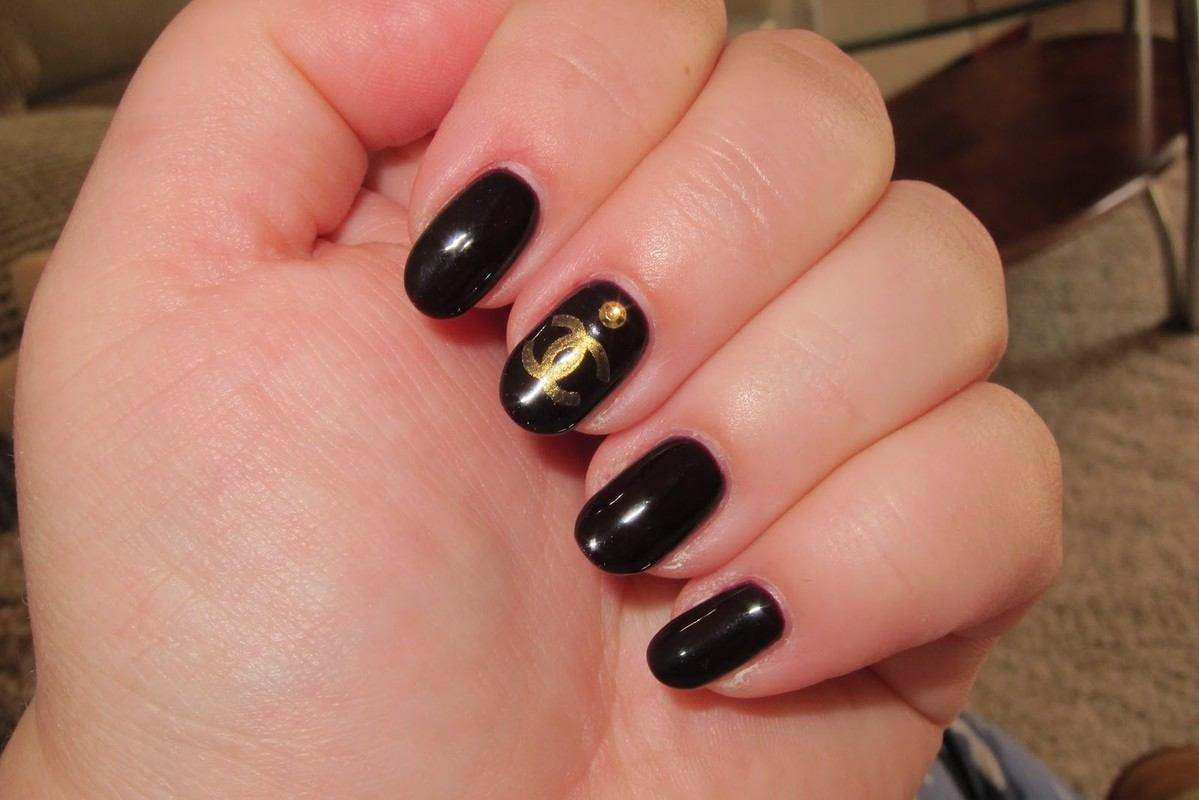 Chanel luxury nails