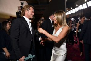 'Disrespected' Angelina Jolie 'injure and also angry' over Brad Pitt and also Jennifer Aniston 'love'
