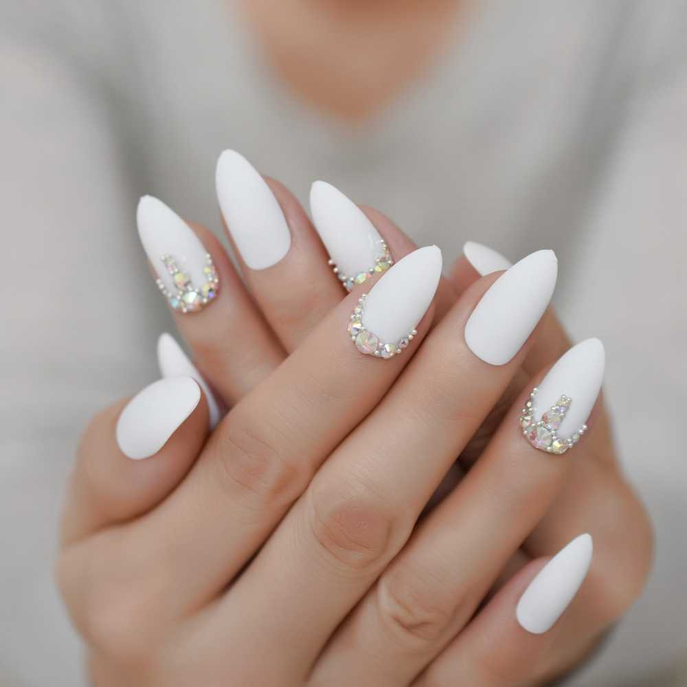 almonds luxury nails
