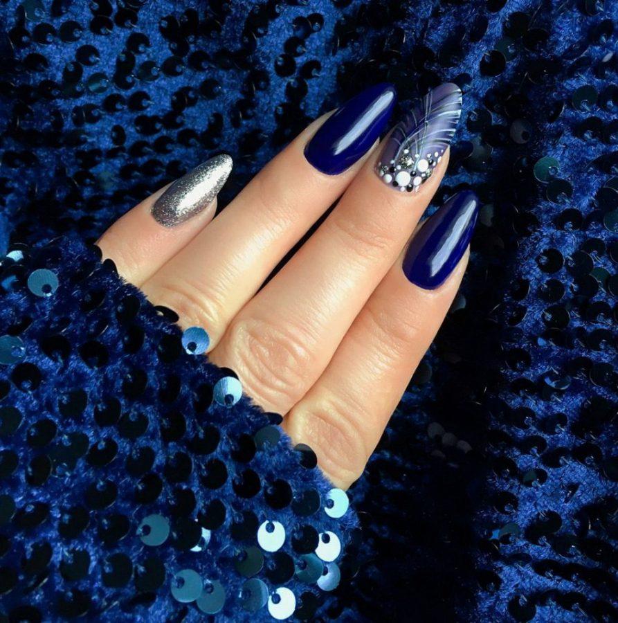 blue stars nails