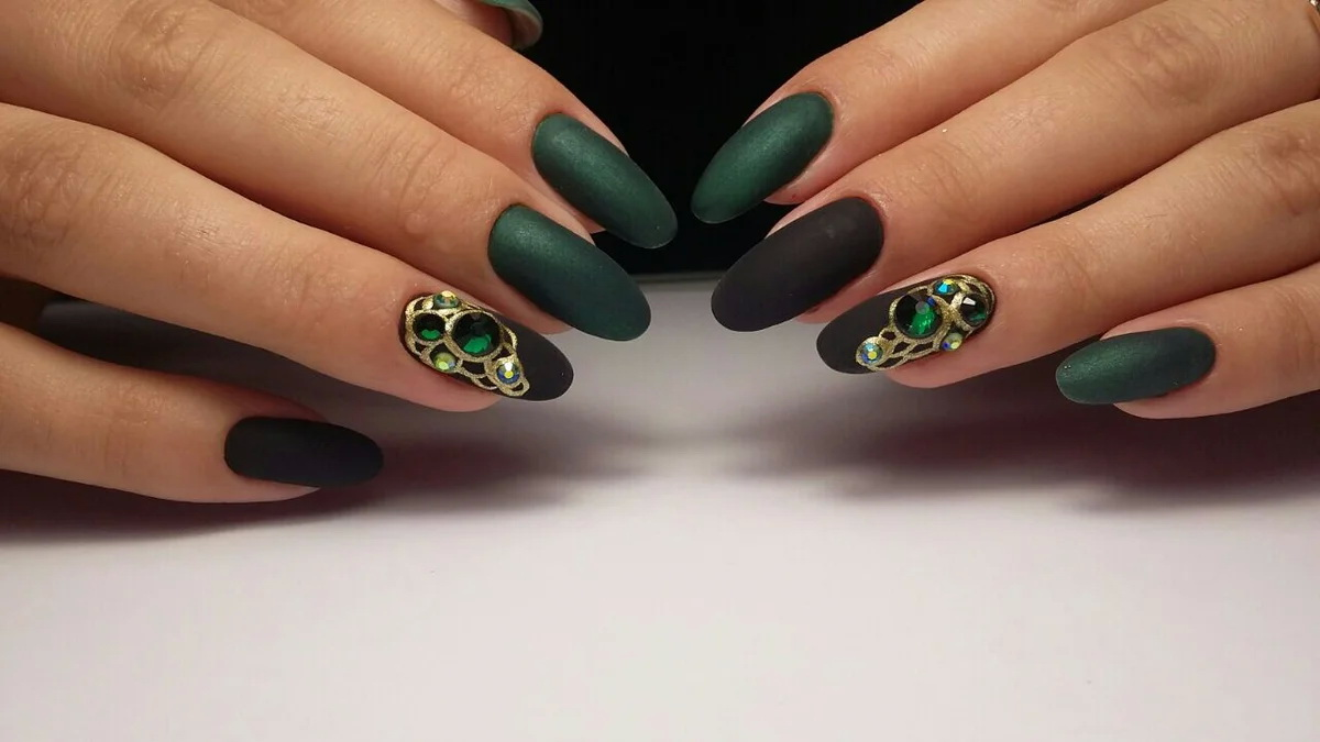 green gems luxury nails