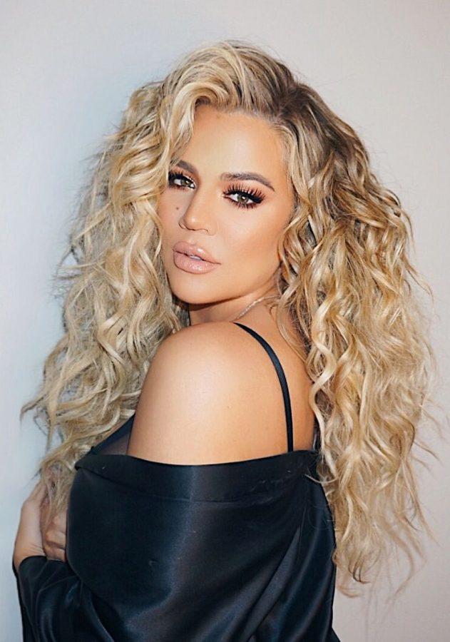 khloe kardashian wavy hair