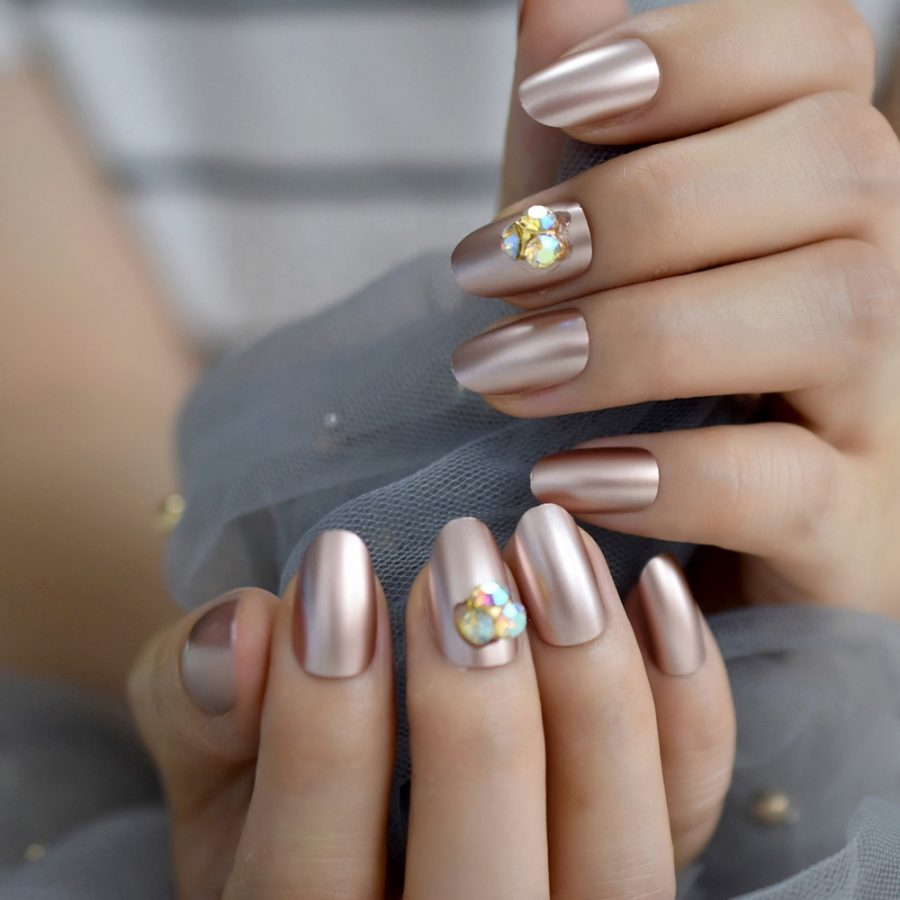 silver luxury nails