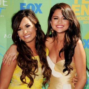 Demi Lovato Claims She and also Selena Gomez Aren't Friends Any Longer