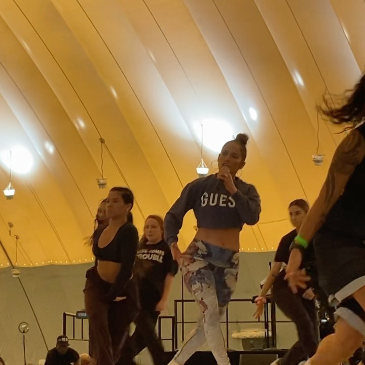 Jennifer Lopez Teaches Shakira Shake Booty Super Bowl Rehearsal