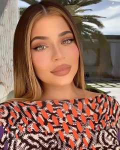 Kylie Jenner Rocks Colored Contact Lenses and Looks Unrecognizable