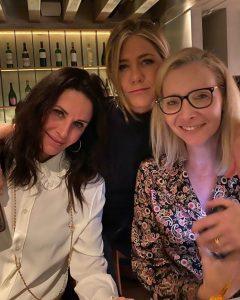 Jennifer Aniston Confesses She Still Watches 'Friends' Episodes