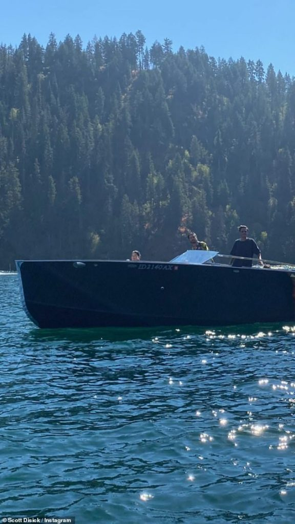 Check it out:To show off the awesome boat they have been using their getaway, Disick uploaded a wide shot of him and some of his closest pals hanging out on the water